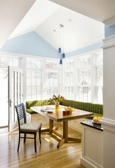 Built in breakfast nook, plenty of windows, vaulted ceiling, farmers table