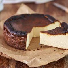 Niskokaloryczny sernik bananowy: łatwy przepis na dietetyczny deser - Beszamel.se.pl Cheesecake Cups, Cheesecake Recipes, Dessert Recipes, Keto Desserts, Keto Cake, Cake Receipe, Canned Blueberries, Vegan Scones, Gluten Free Flour Mix