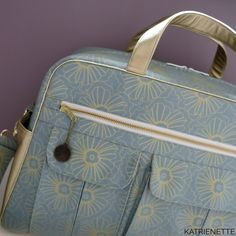 Stella Weekender with a touch of gold Touch Of Gold, Pin Cushions, Diaper Bag, Handbags, Quilts, Tote Bag, Wallet, Weekender, Sewing