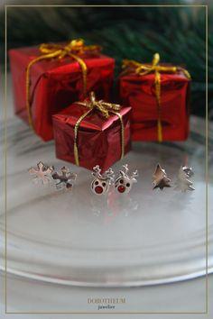 Weihnachtsliebhaber aufgepasst: wer nach einem kleinen Geschenk für die Tochter, die beste Freundin oder auch für sich selbst sucht, ist hier an der richtigen Stelle! Diese Ohrstecker mit Rudolph-, Schneeflocken- und Weihnachtsbaum-Motiv sind die perfekten Begleiter für die Weihnachtszeit.