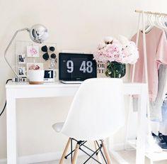 Cute desk organization for girls! Pink room decor.