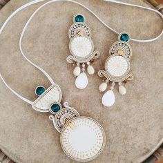 #soutachemania #sfilatadimoda #accessoriesoftheday #soutache #earrings #look #cool #originals #photography #craftsy #style #instagood… Boho Jewelry, Beaded Jewelry, Jewelery, Handmade Jewelry, Soutache Necklace, Tassel Earrings, Beaded Purses, Ceramic Jewelry, Metal Clay