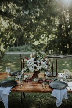 This picnic-style reception features moody decor + florals for a fall feel | Image by Maggie Grace Photography
