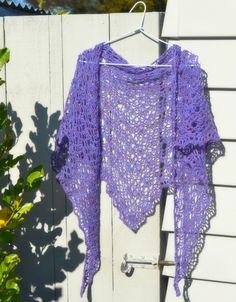 crochet shawl by The Green Dragon Fly. pattern gosyo.co