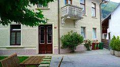 V centru mesta Bovec se nahaja objekt, ki nudi apartmaje za prenočitev.  Več o tem apartmaju, kliknite na povezavo: http://www.viaslovenia.com/sl/apartmaji/bovec/apartmaji-8708.html?page=2