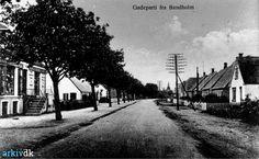 arkiv.dk   Birketvej, Bandholm Gadeparti - forrest til venstre Tatol-forretning