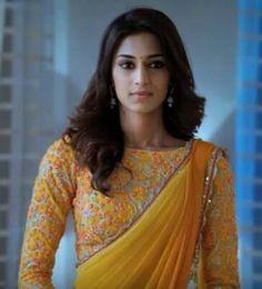 يجة بحث الصور عن kuch rang pyar ke aise bhi sonakshi in saree Simple Sarees, Trendy Sarees, Fancy Sarees, Saree Blouse Patterns, Saree Blouse Designs, Beautiful Saree, Beautiful Indian Actress, Indian Attire, Indian Outfits