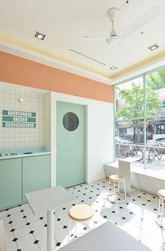 Home Decoration Design Ideas Cafe Shop Design, Cafe Interior Design, Store Design, Interior Architecture, Interior And Exterior, Dark Interiors, Colorful Interiors, Laundry Shop, Pastel Interior