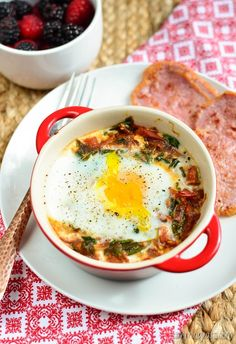 Slimming Eats Baked Egg with Spinach and Tomatoes - gluten free, dairy free, vegetarian, Whole30, paleo, Slimming World (SP) and Weight Watchers friendly