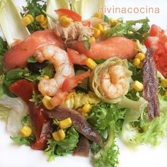 Esta ensalada de fiesta es muy vistosa para abrir una cena o almuerzo en ocasiones especiales. Combina los ingredientes en cantidad y variedad a tu gusto.