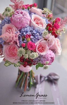 What everybody dislikes about wedding flower bouquet natural and why 5 – Artofit Beautiful Flower Arrangements, Romantic Flowers, Wedding Flower Arrangements, Bridal Flowers, Wedding Bouquets, Beautiful Flowers, Wedding Bridesmaids, Wedding Centerpieces, Beautiful Pictures