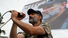 Νικόλ Πασινιάν: Ο δημοσιογράφος που έγινε ηγέτης του βελούδινου ξεσηκωμού στην Αρμενία (pics&vid)