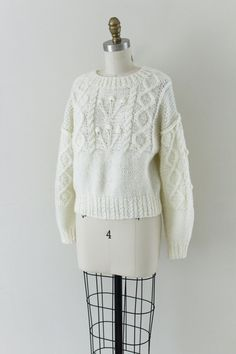Vintage popcorn cable knit sweater, creamy white with a cable knit waist band and neckline and raglan shoulder. Very soft and cozy. ••• MEASUREMENTS ••• approximate modern size: SMALL bust: 38 shoulder: raglan sleeve: 21 length: 21 brand/maker: Liz Claiborne, circa 1980s condition: excellent! ⇾ more vintage sweaters https://www.etsy.com/shop/RellikVintageCo?section_id=14620785 ⇾ visit the shop https://www.etsy.com/shop/Relli...