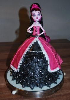 Barbie Monster High Cake 4 DING DING DING WE HAVE A WINNER HERE DING DING DING