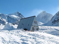 Finland and Sweden Peak backdrop the hut. Note the down time igloo.  Photo © Wayne Todd