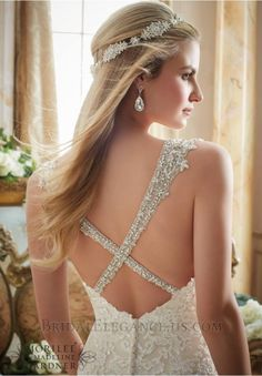 Lovely Lace & Tulle Trumpet Silhouette Wedding Gown | Bridal Elegance