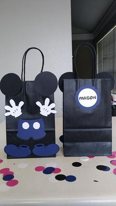 WANT TO CUSTOMIZE YOUR ORDER? PLEASE EMAIL ME, ID LOVE TO DO IT. MICKEY AND MINNIE MOUSE Birthday Party: - Set of 10 Favor Bags @ $22.50 - Name Tags NOT Included, Email for Custom Listing **** WILL SUBSTITUTE BLUE MICKEY FOR RED MICKEY UPON REQUEST ONLY, PLEASE INSERT IN ORDER