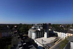 """Künftig müssen wir nicht mehr nach Frankreich fahren, um das """"Zentralmassiv"""" zu sehen. In Bochum existiert nämlich ein spektakuläres Bauprojekt mit dem gleichen Namen, das mindestens genauso beeindruckend aussieht! Der ehemalige Hochbunker aus Kriegszeiten hat eine komplette Sanierung erfahren und wurde mit einer Dachaufstockung versehen, die Platz für insgesamt vier neue, großzügige Eigentumswohnungen im Loft-Stil bietet."""