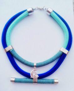 26.90€  #Gargantilla étnica con piezas en #zamak y #meiga en plata. Colores azul turquesa y azul eléctrico http://sweetbolboreta.blogspot.com.es/2014/09/collares-222.html
