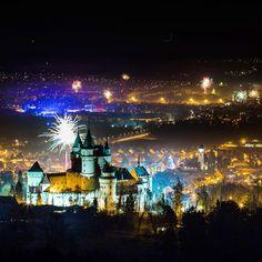 #2017 #newyear2017 #bojnice #castle #slovakia #insta_svk #pureslovakia #landscapelovers #thebest_capture #nighttime #longexposure #nightphoto #savoteur #beautifuldestinations #beautifulplaces #fireworks #worlderlust #thisisslovakia #dnescestujem #awesomeglobe #ig_slovakia #landscape #slovakiaplace #wonderful_places #praveslovenske