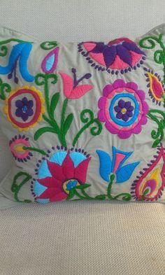 comprar bordados a mano - Buscar con Google Mexican Embroidery, Simple Embroidery, Crewel Embroidery, Cross Stitch Embroidery, Embroidery Patterns, Cushion Embroidery, Hand Applique, Hand Quilting, Bunt