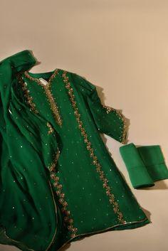 Beautiful Pakistani Dresses, Pakistani Dresses Casual, Pakistani Bridal Dresses, Pakistani Dress Design, Indian Dresses, Pakistani Kurta, Stylish Dress Designs, Designs For Dresses, Stylish Dresses