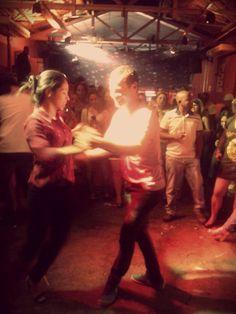 NO SAPATINHO! Carlinhos de Jesus na Feijoada do Traço de União. #samba #tracodeuniao #carlinhosdejesus