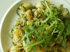 Gnocchi with celery,blue cheese,rucola,bean pods,thyme,fresh pepper,olive oil,yellow onion,garlic and wallnuts. Bean Pods, Blue Cheese, Seaweed Salad, Gnocchi, Celery, Real Food Recipes, Olive Oil, Zucchini, Onion