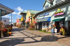 The Great Smoky Mountain Wheel isn't the only new attractions in Pigeon Forge families are sure to enjoy at the island this summer. Tennessee Smokies, Gatlinburg Tennessee, Tennessee Vacation, Visit Tennessee, Vacation Places, Vacation Trips, Vacation Spots, Vacation Ideas, Smoky Mountains Tennessee