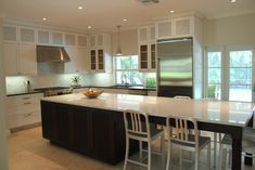Long Island Design, Pictures, Remodel, Decor and Ideas - Sit-to area accessible from both sides. Interesting.