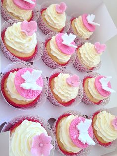 Engagement cupcakes pink theme