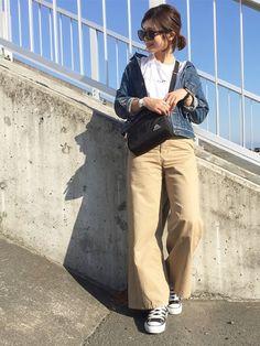 定番合わせ  抜き襟とサコッシュバッグで今っぽさ♩¨̮⑅*   最近バイトが忙しくて疲れ気味( ¯−¯٥)  6連休まで頑張る    Instagram☞kco3211 Khaki Pants, Boots, How To Wear, Outfits, Clothes, Fashion, Chinese, Crotch Boots, Moda