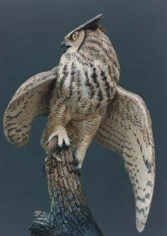 Great Horned Owl with deer mouse - Richard Finch Beautiful Owl, Animals Beautiful, Cute Animals, Owl Photos, Owl Pictures, Bird Drawings, Animal Drawings, Owl Wings, Felt Owls