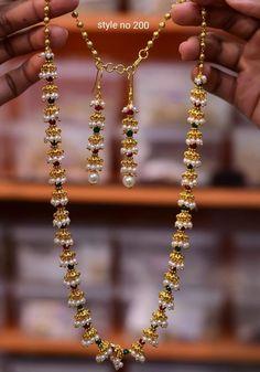 Stunning one gram gold long haaram with jumkhi design chain. Long haaram with ma… Jumkhi Designkette mit atemberaubendem 1 Gramm langem Gold-Haram. Pearl Necklace Designs, Jewelry Design Earrings, Gold Earrings Designs, Gold Jewellery Design, Beaded Jewelry, Jewelry Model, Jewelry Box, Fine Jewelry, Gold Jewelry Simple