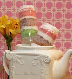 I want to buy some of these clear push pop holders.  These would be fun to make for a birthday party!!