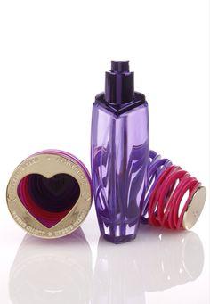 Denna parfymen heter girlfriend de jag tycker om med denna parfymen är att den har en god lukt och den här parfymen håller ihop med den andra body lotion dom heter girlfriend jag tycker om mest locket på parfymen den har en fin gulddig lock som står justin Bieber på ❤️❤️