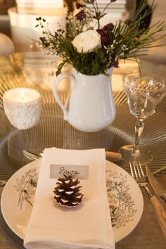 Natural holiday decorations to make your table stand out! #holidayhost