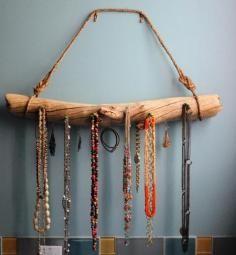 DIY Tutorial: Driftwood Crafts / DIY Driftwood Jewelry Display - Bead