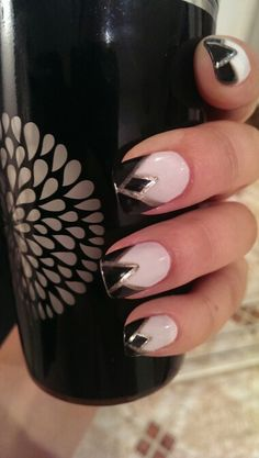 Black, white and gold Art Deco manicure | #nailart #CandySays