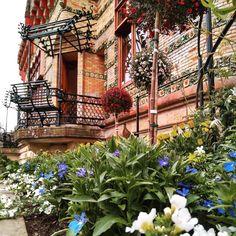 @cantabriaturismo @comillasturismo #bienvenidaprimavera #welcomespring #bancos-balcón #musica #music #AntoniGaudi #gaudi #españa #spain #architecture #arte #art #modernismo #modernisme #patrimonio #patrimoniocultural #heritage Gaudi, Instagram, Plants, Modernism, Quotation Marks, Banks, Musica, Art, Plant