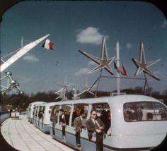 Expo '58, l'Exposition universelle de Bruxelles: Tram, à partir d'un souvenir bobine View-Master. View Master, World's Fair, Googie, Space Age, Brussels, Kitsch, 1950s, Design, Old Pictures