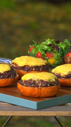 New idea for the barbecue party: Mettbrötchen with a difference! rnrnSource by leckerschmecker Quick Dessert Recipes, Easy Cake Recipes, Meat Recipes, Breakfast Recipes, Grilled Bread, Dinner On A Budget, Tasty, Yummy Food, Barbecue Recipes