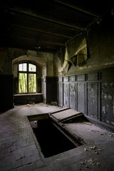 Trap Door; Fort de la Chartreuse © opacity.us
