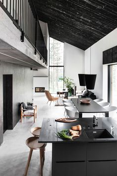 Black and White Scandinavia House | ideasgn