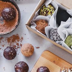 Vegan Cacao & Almond Truffles you can make in no time and stuff your fridge with!