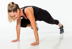 Spider Plank: A. Start in a plank. Pull right knee up to touch right elbow. Repeat with left knee for 1 rep. Alternate right and left knee for a total of 10 reps. Flat Belly Workout, Belly Workouts, Squat And Ab Challenge, 30 Day Abs, Knee Up, Body Training, Perfect Legs, Shape Magazine, Plank Workout