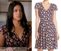 Jane Villanueva (Gina Rodriguez) wears this navy floral print v neck dress in this week's episode of Jane the Virgin. It is [...]