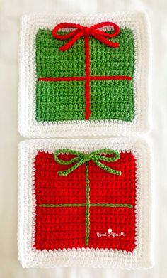 A fun little idea popped into my head this week! A granny square that looks like a gift box! And it's actually very simple. All you need to do is crochet a solid square and then add slip stitches and Christmas Crochet Blanket, Christmas Crochet Patterns, Holiday Crochet, Christmas Knitting, Crochet Gifts, Crochet Afghans, Crochet Granny, Crochet Blanket Patterns, Granny Square Pattern Free