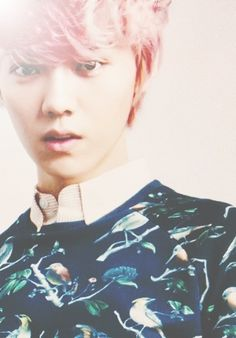 Exo Luhan with pink hair-this is just too adorable!