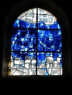 De Veules-les-Roses à Dieppe : la Côte d'Albâtre. Georges Braque's stained-glass window at Varengeville-sur-mer.